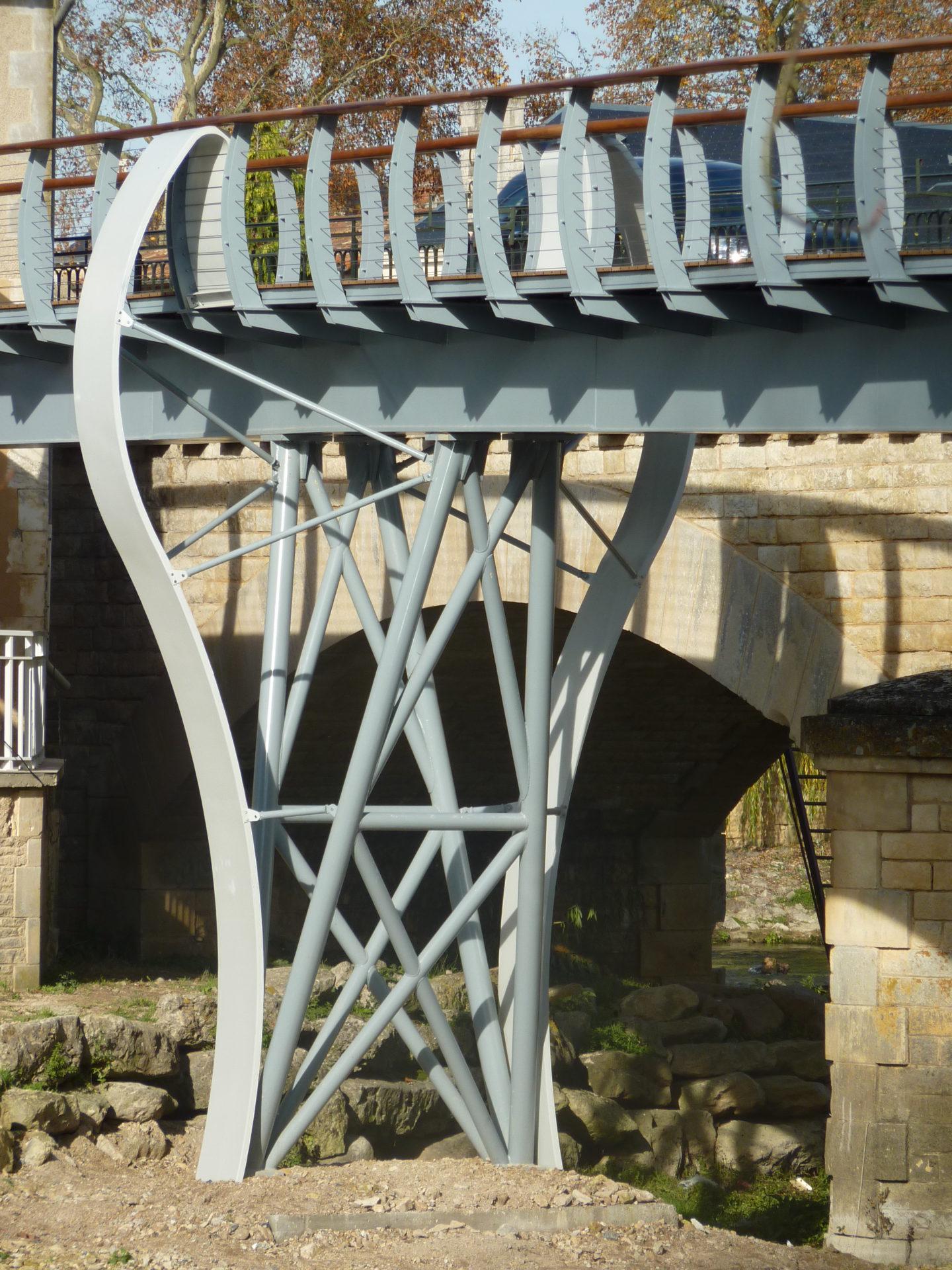 Passerelle piétonne à Chasseneuil-du-Poitou (86)